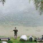 Люси Дремалов тренира кастинга си за езерната сесия